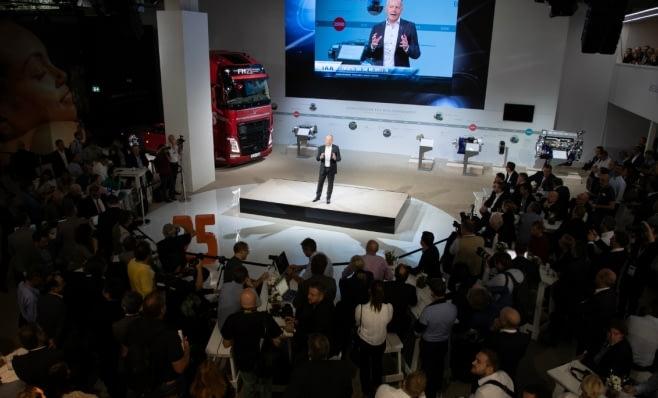 Imagem ilustrativa da notícia: Volvo celebra os 25 anos do lançamento do FH