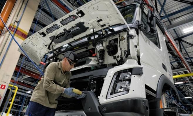 Imagem ilustrativa da notícia: Fábricas produzem mais mirando agosto