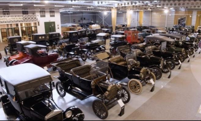 Imagem ilustrativa da notícia: Leilão de modelos clássicos Ford rende R$ 27 milhões