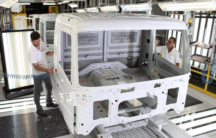 Imagem ilustrativa da notícia: Queda na produção de caminhões chegou a 37% no semestre