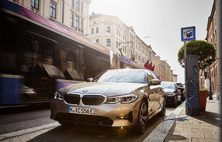 Imagem ilustrativa da notícia: BMW 330e M Sport é o primeiro lançamento no Instagram
