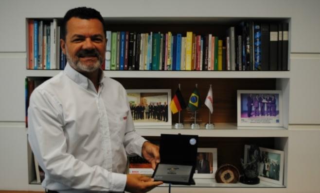 Imagem ilustrativa da notícia: Bosch recebe placa do Prêmio AutoData