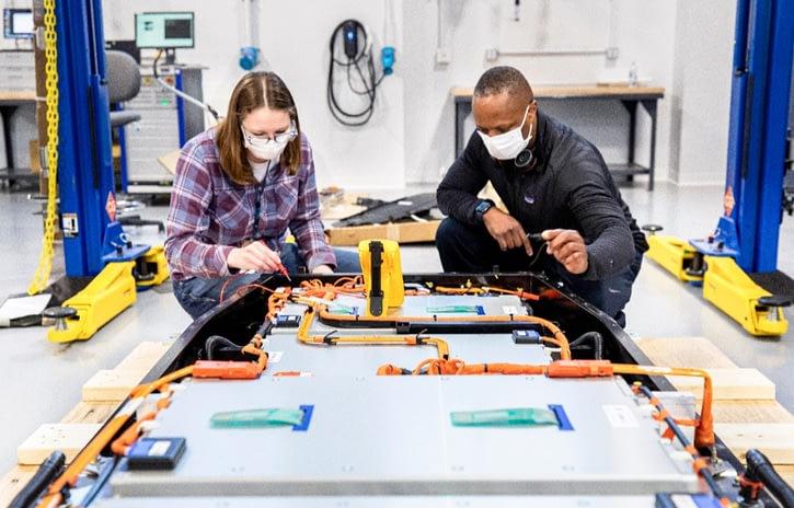 Imagem ilustrativa da notícia: Ford avança na pesquisa de baterias com Ion Park