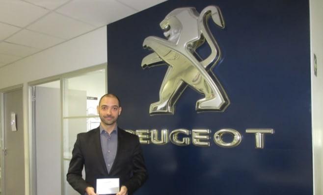Imagem ilustrativa da notícia: Placa do Prêmio AutoData é entregue à Peugeot