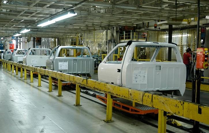Imagem ilustrativa da notícia: General Motors e Mercedes-Benz anunciam férias coletivas