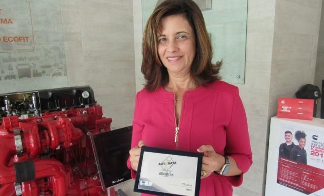 Imagem ilustrativa da notícia: Cummins recebe a placa do Prêmio AutoData