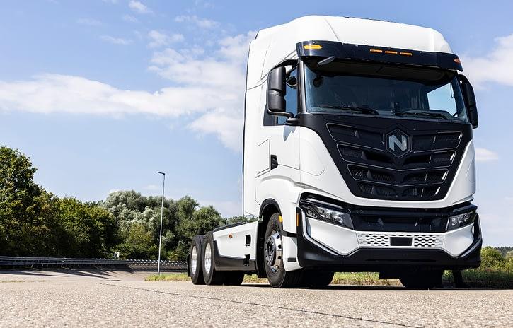 Imagem ilustrativa da notícia: Iveco e Nikola inauguram fábrica de caminhões elétricos