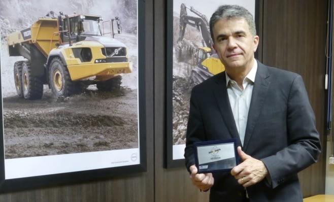 Imagem ilustrativa da notícia: Volvo CE recebe placa do Prêmio AutoData