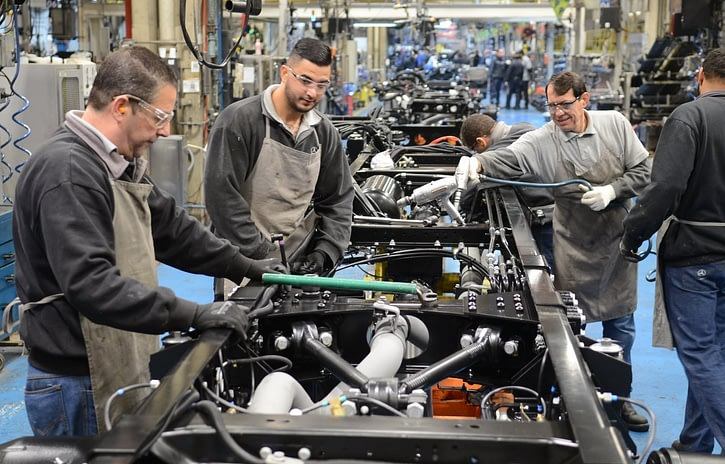 Imagem ilustrativa da notícia: Mercedes-Benz de volta aos dois turnos em chassis de ônibus