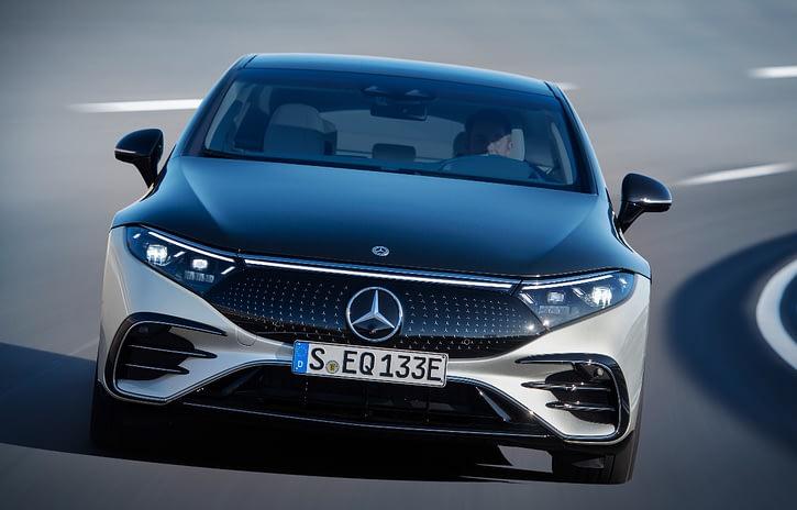 Imagem ilustrativa da notícia: Mercedes-Benz chega ao futuro com o EQS elétrico