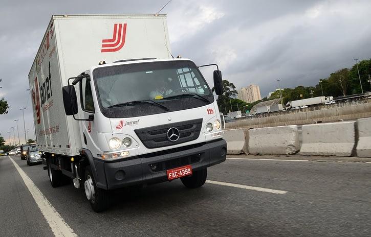 Imagem ilustrativa da notícia: Mercedes-Benz simplifica Accelo e mira clientes Ford