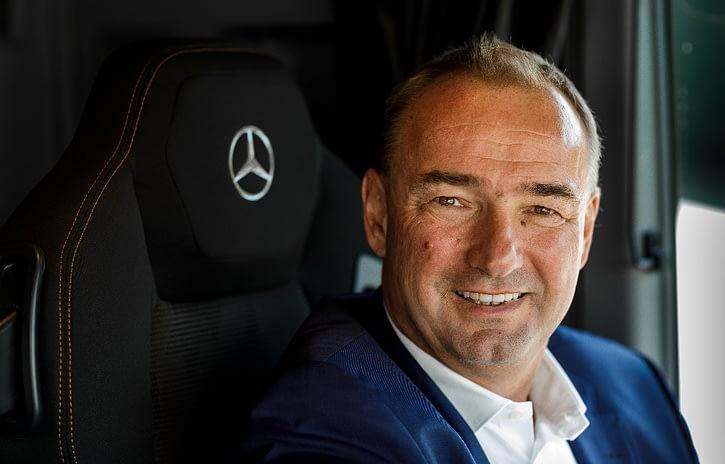 Imagem ilustrativa da notícia: Nova linha de caminhões Mercedes-Benz chega em 2020