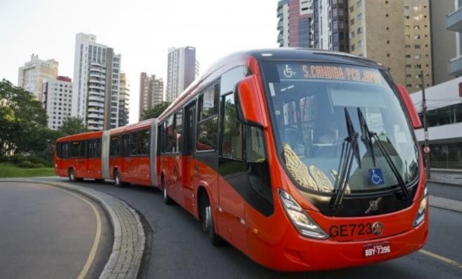 Imagem ilustrativa da notícia: Curitiba inicia renovação de frota com 25 biarticulados Volvo