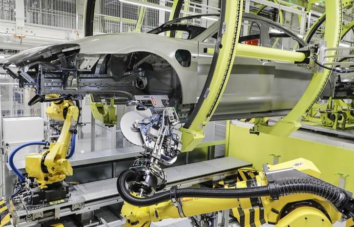Imagem ilustrativa da notícia: Porsche inova na linha de pintura do Taycan elétrico