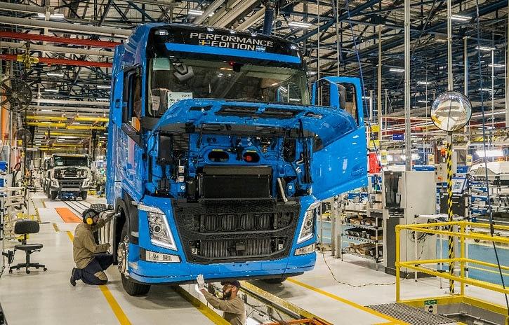 Imagem ilustrativa da notícia: Produção de caminhões em janeiro cresce 5%