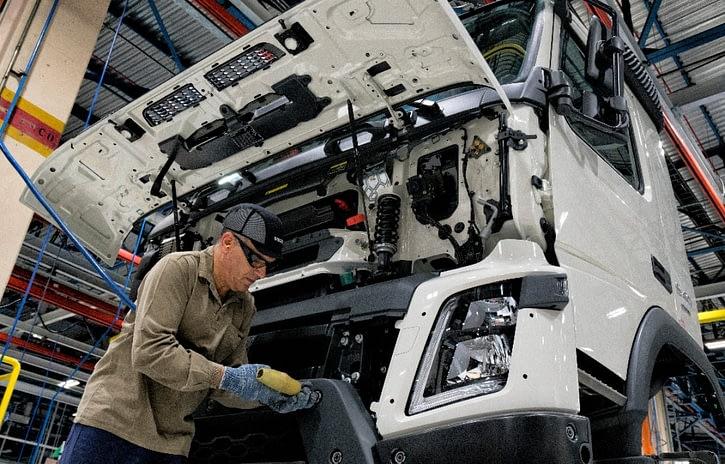 Imagem ilustrativa da notícia: Produção de caminhões foi 29% maior em fevereiro