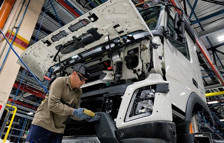 Imagem ilustrativa da notícia: Apenas 403 caminhões foram produzidos em abril