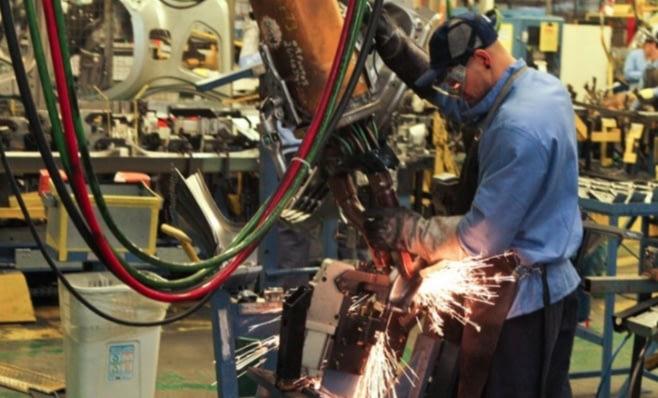 Imagem ilustrativa da notícia: Indústria utiliza 64% de sua capacidade em fevereiro