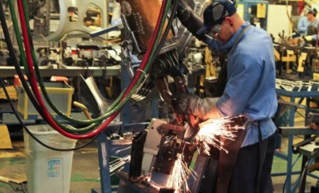 Imagem ilustrativa da notícia: Produção industrial recua 7 pontos em abril