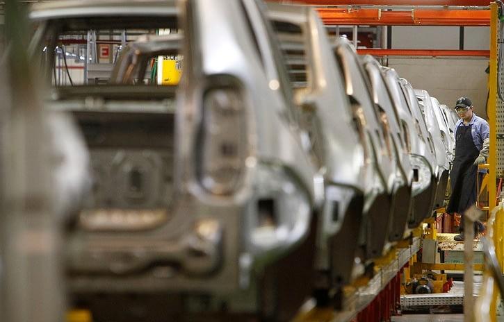 Imagem ilustrativa da notícia: Trabalhadores rejeitam lay off e Renault estende parada até maio