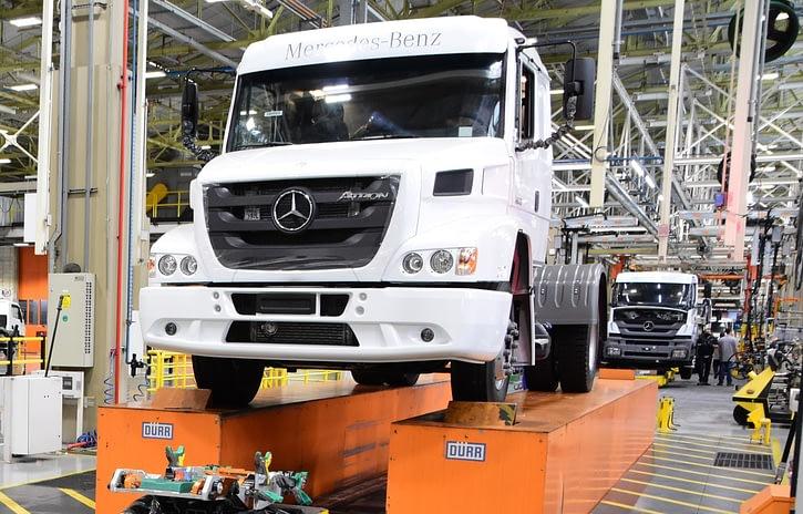Imagem ilustrativa da notícia: Último Atron deixa as linhas da Mercedes-Benz
