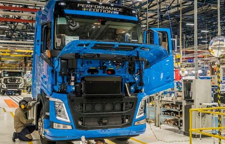 Imagem ilustrativa da notícia: Indústria de caminhões em alta