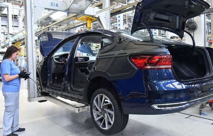 Imagem ilustrativa da notícia: Volkswagen adia previsão de retorno de fábricas paulistas