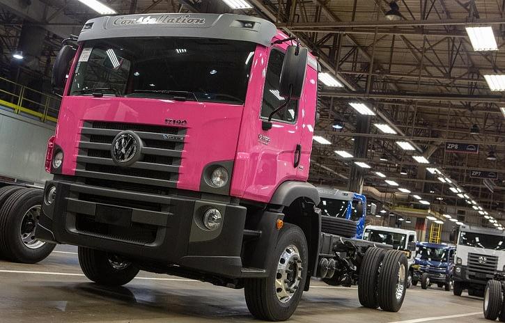 Imagem ilustrativa da notícia: Volkswagen Caminhões dá tom rosa às ruas da Colômbia