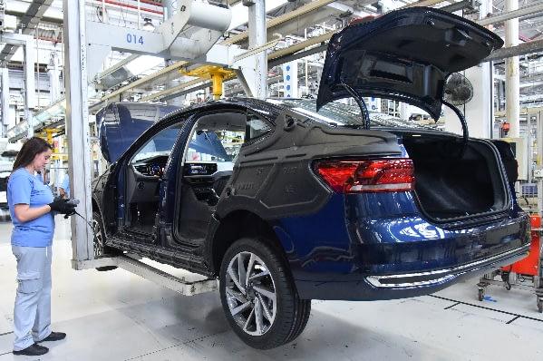 Imagem ilustrativa da notícia: Volkswagen e Renault sobem degraus